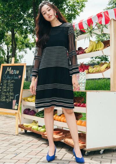 Váy đen kẻ trắng V420-3